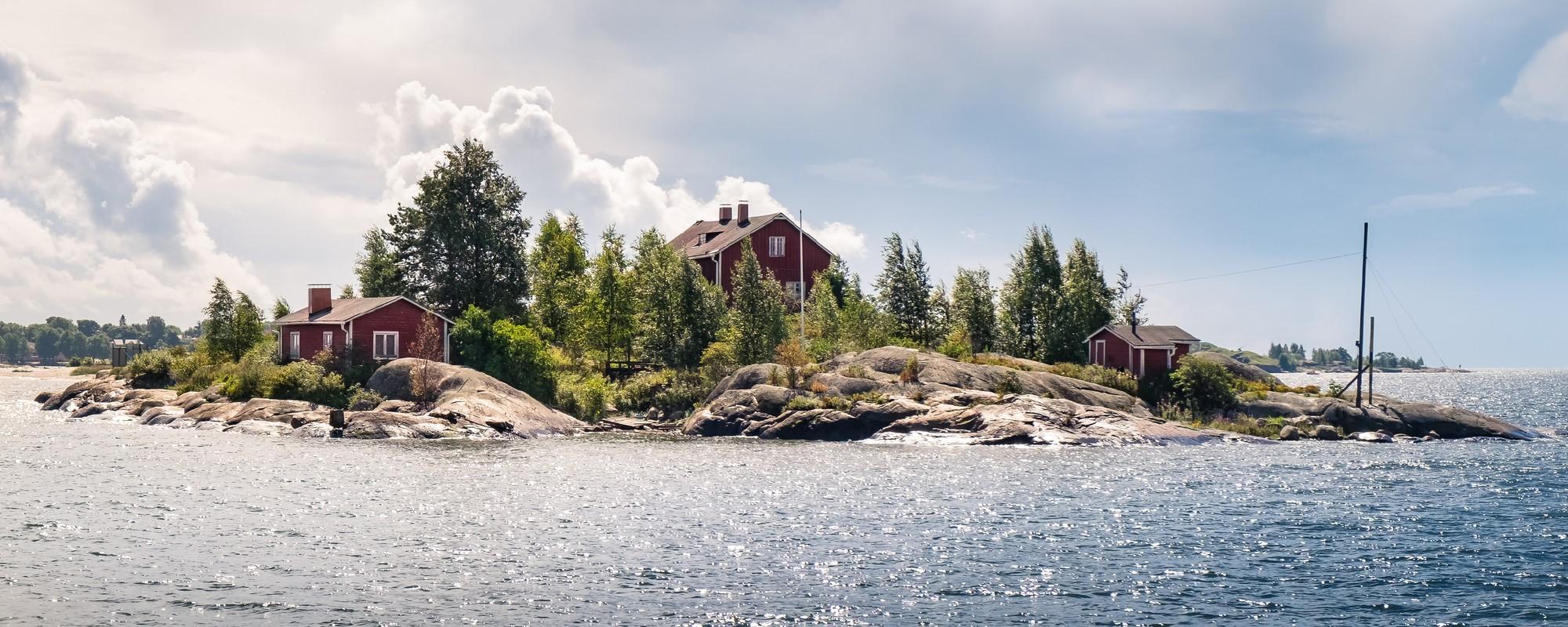 Saari järvellä