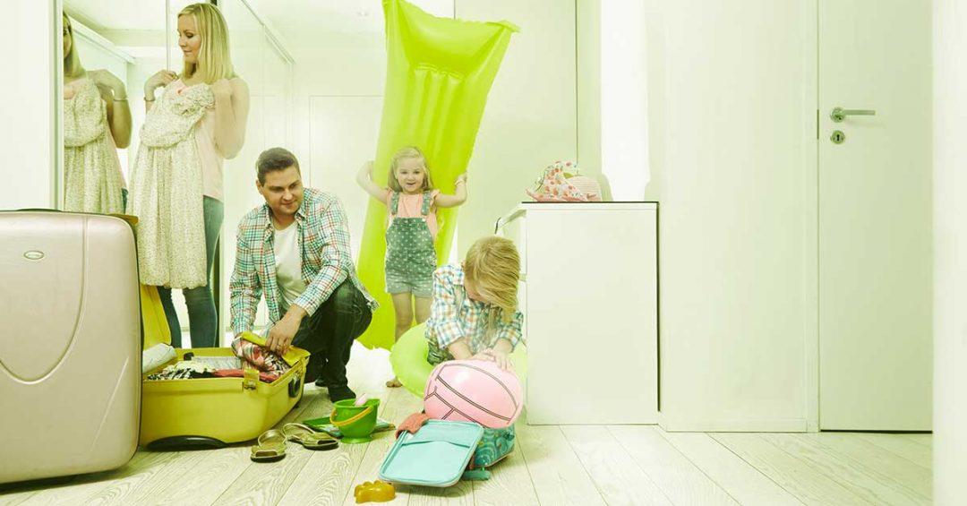 Perhe lähdössä lomalle, kuvituskuva