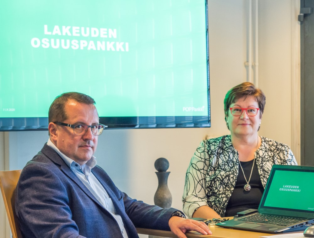 Lapuan Osuuspankin tj Petri Jaakkola ja Kyrönmaan Osuuspankin tj Kirsi Salo